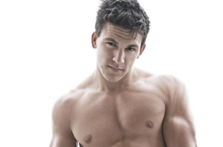 MALE CELEBRITIES: Superhunky model Ray Santiesteban