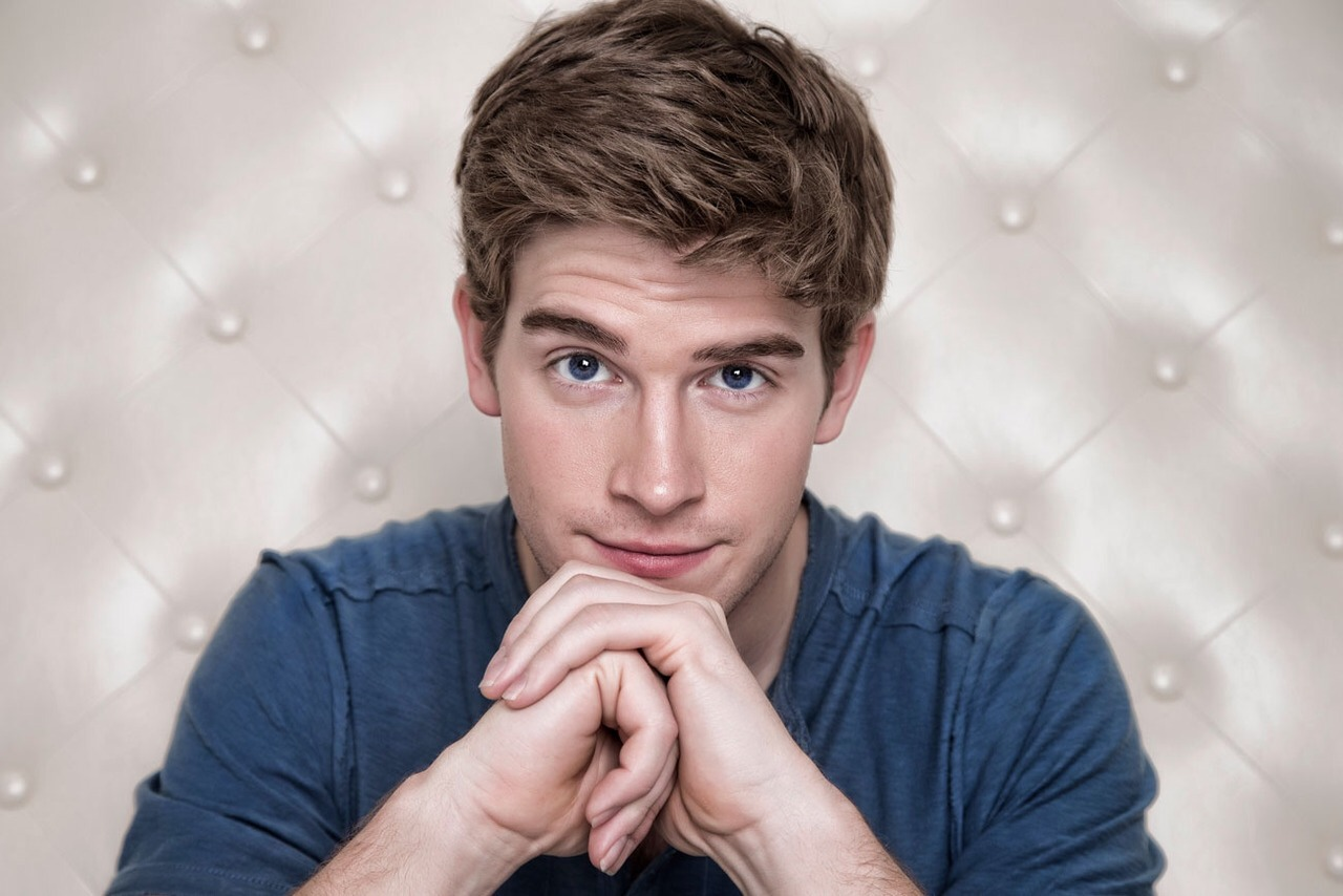 man crush of the day actor brendan dooling the man. Black Bedroom Furniture Sets. Home Design Ideas