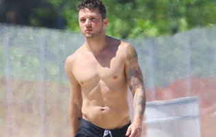 Eye Candy: Ryan Phillippe at Miami Beach
